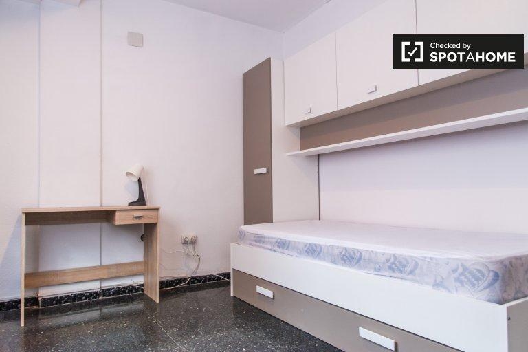 Chambre à louer dans un appartement de 5 chambres à Algirós, Valence