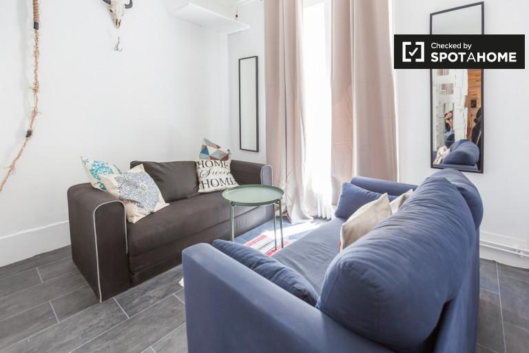 Wyposażony pokój w apartamencie w Arrondissement 18, Paris