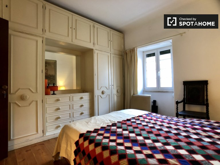 Quarto para alugar em apartamento de 5 quartos em Paço de Arcos