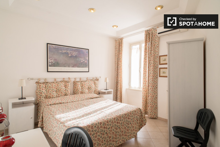 Bright room for rent in 2-bedroom apartment in Garbatella