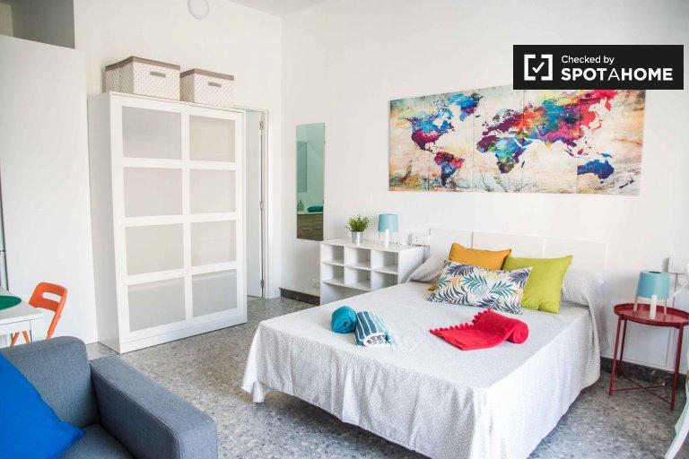 Self contained studio apartment for rent, Ciutat Vella