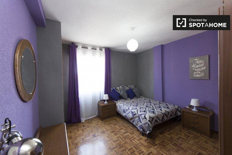Amplia habitación en alquiler, apartamento de 5 dormitorios, Alcalá de Henares.