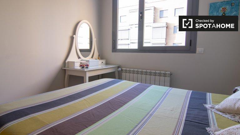 Modernes Zimmer in einem Apartment mit 2 Schlafzimmern in Tetuán, Madrid