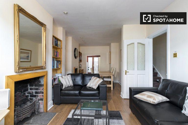 Dom z 3 sypialniami do wynajęcia w Ballsbridge w Dublinie