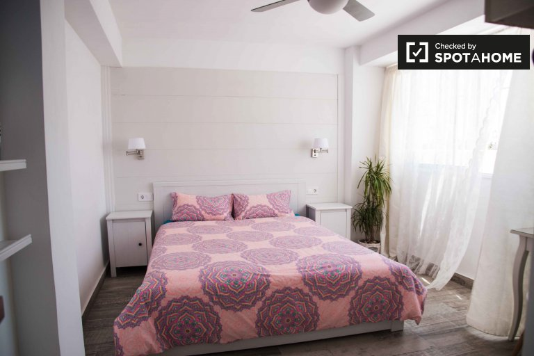 Room for rent in 2-bedroom apa in Poblats Marítims, Valencia