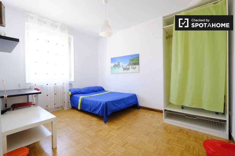 Large room in 4-bedroom apartment in Latina, Madrid