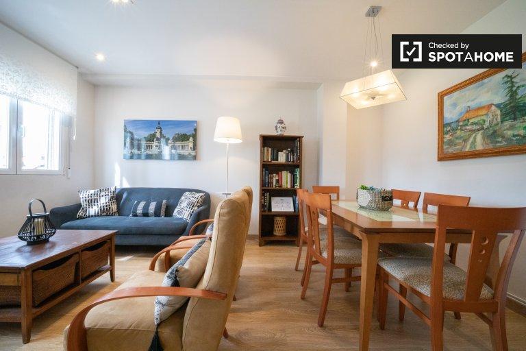 Elegancki apartament z 3 sypialniami do wynajęcia w Castilla, Madryt