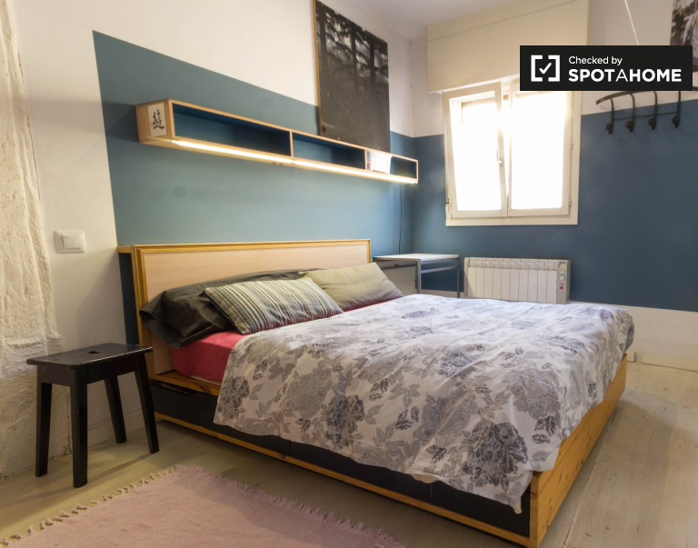 Double Bed in Comfortable room for rent in shared apartment with balcony in Casco Viejo
