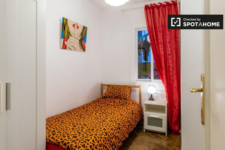 Se alquila habitación en apartamento de 3 camas en La Dreta de l'Eixample