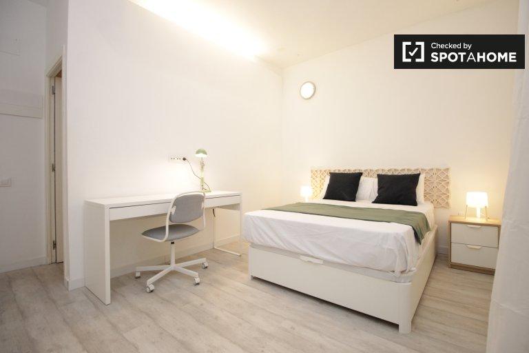 Großes Zimmer in 6-Zimmer-Wohnung in Eixample Dreta