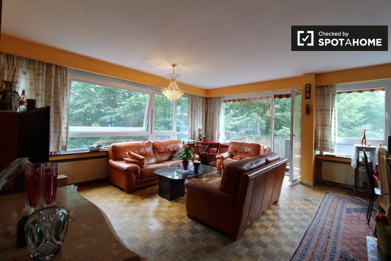 Brüksel, Jette'de kiralık sessiz 3 yatak odalı daire