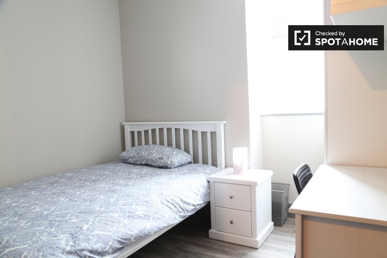 Rooms for rent in 4-bedroom apartment in Whitehall, Dublin