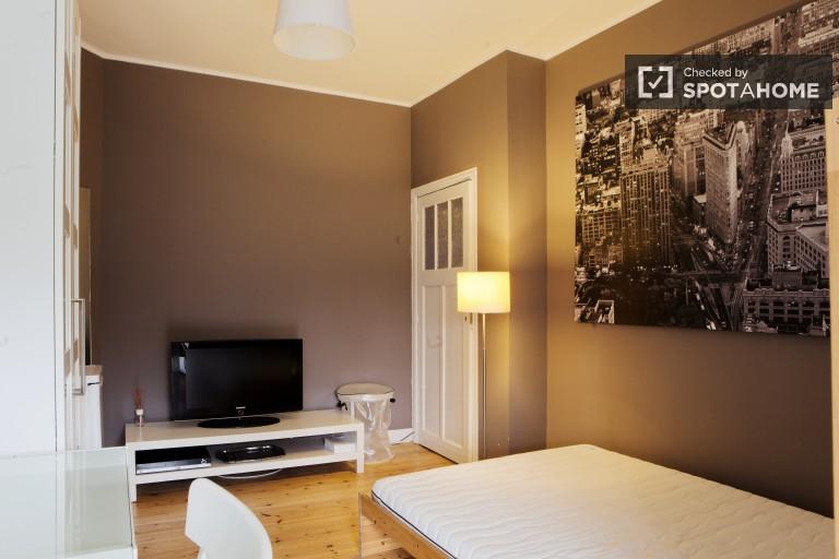 Chambre accueillante dans un appartement de 4 chambres à Schaerbeek, Bruxelles