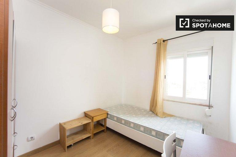 Santa Maria dos Olivais 3 yatak odalı dairede Oda