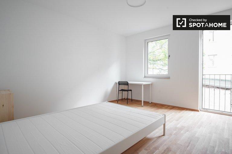 Pokój z balkonem w apartamencie z 4 sypialniami w Köpenick, Berlin