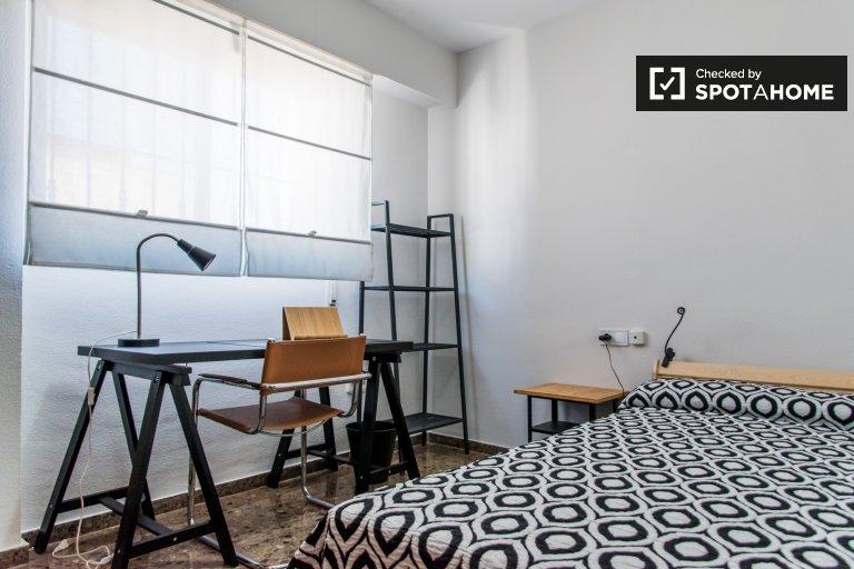 Quarto para alugar em apartamento de 3 quartos, Patraix, Valência