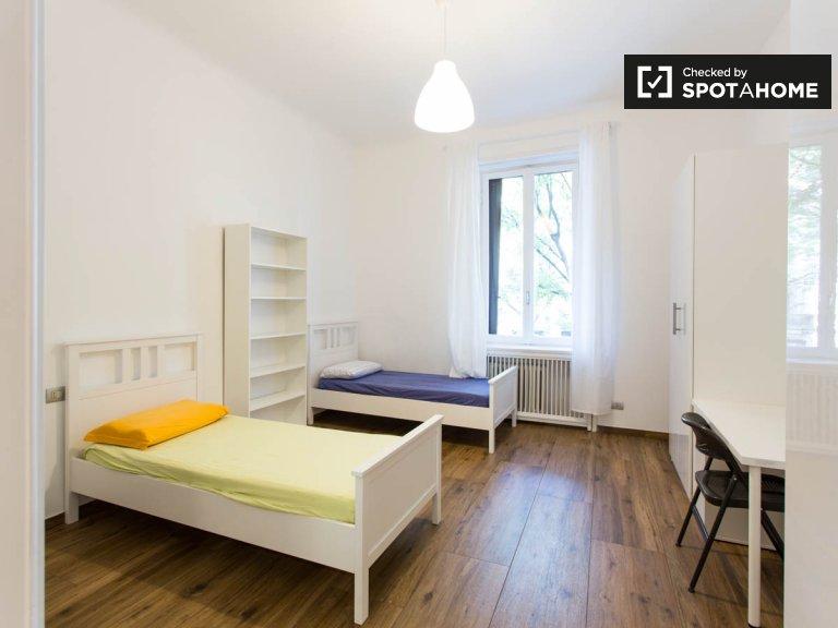 Bed room for rent in 9-bedroom apartment, Città Studi