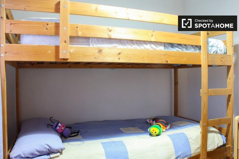 Chambre dans un appartement de 3 chambres à Puente de Vallecas, Madrid