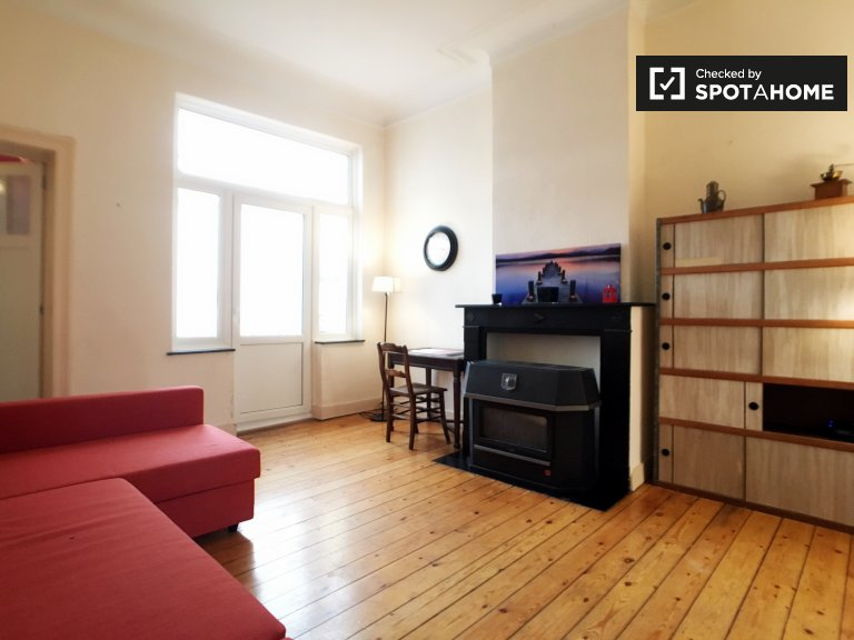 Tidy 1-bedroom apartment for rent in Schaerbeek, Brussels