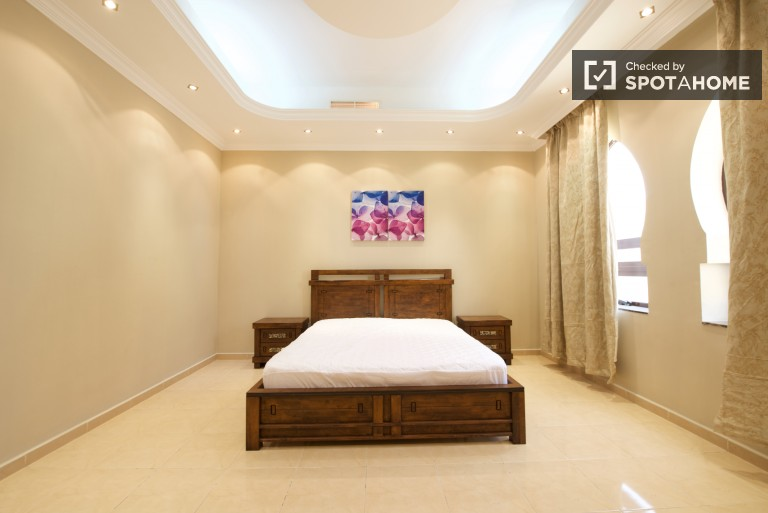 Bedroom 6 with king bed