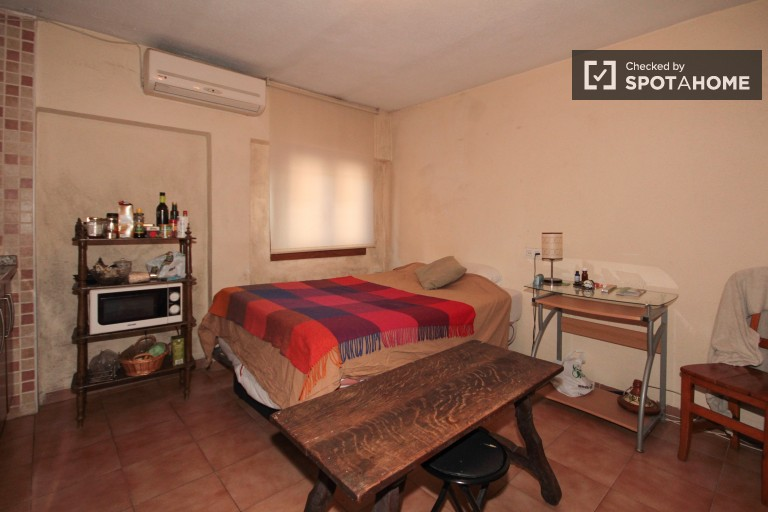 Affordable Studio Apartment with a Terrace in Realejo