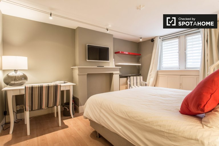 Modern 1-bedroom apartment with terrace for rent in Ixelles