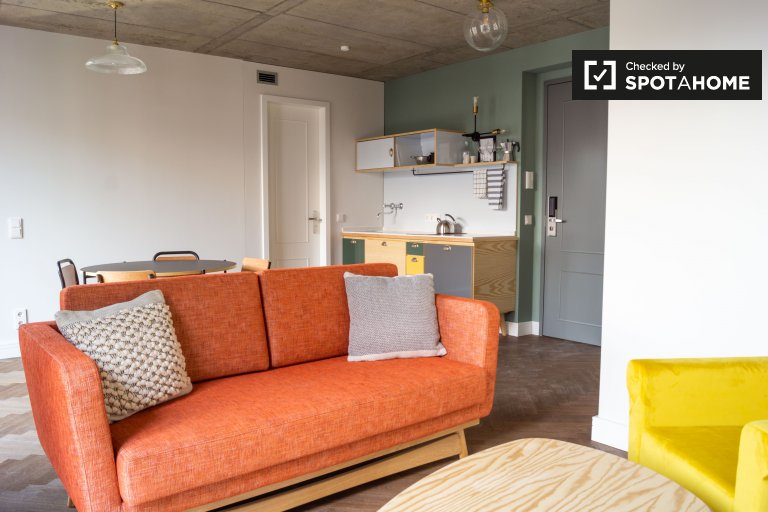 Chic apartment with 2 bedrooms for rent in Mitte, Berlin