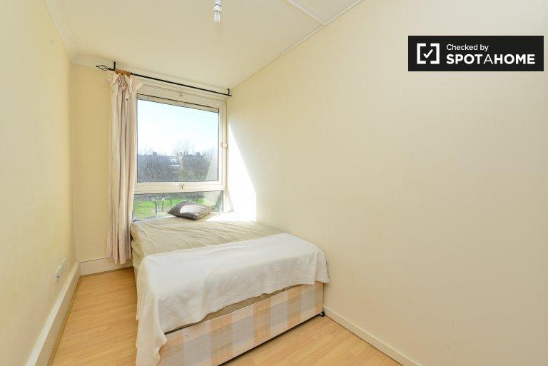 Quarto acolhedor em apartamento de 5 quartos em Limehouse, Londres