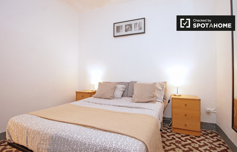 Large room in 4-bedroom apartment in El Raval, Barcelona