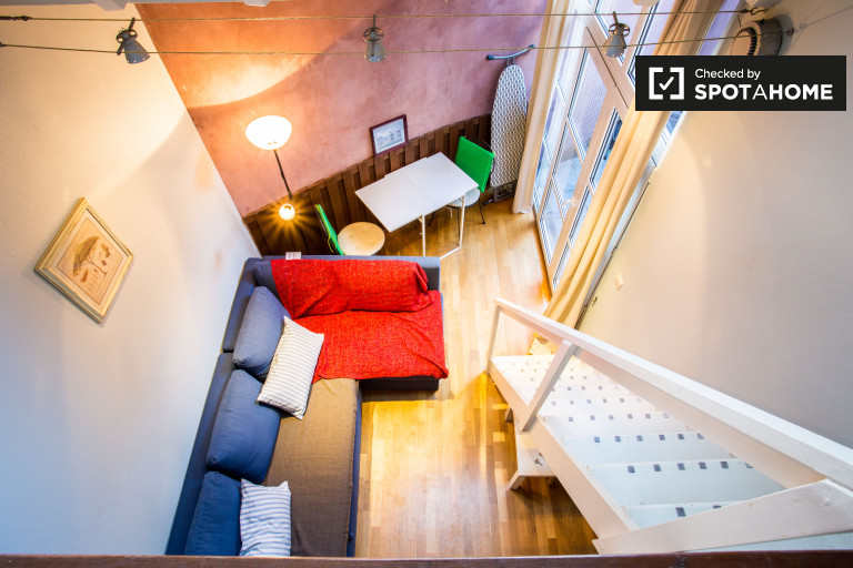 Brussels City Center studio apartment with terrace for rent