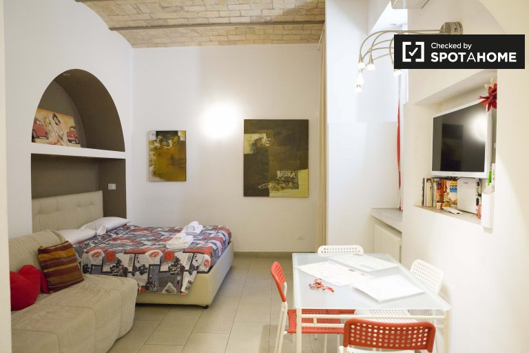 Charming studio apartment for rent in Centro Storico, Rome