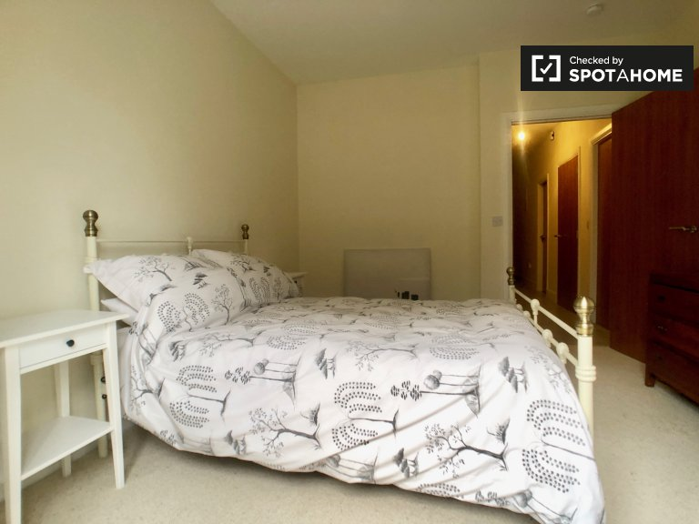 Chambre lumineuse dans un appartement de 3 chambres à Blanchardstown, Dublin