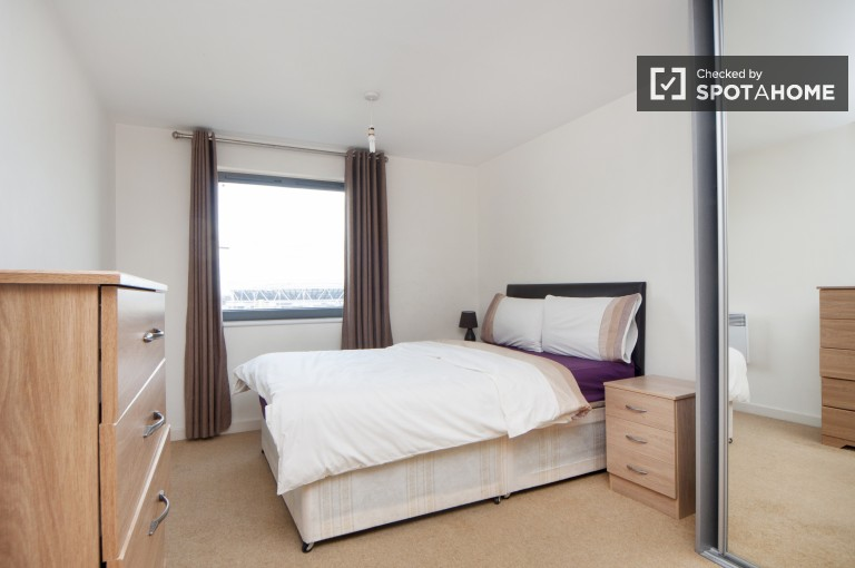 2 Bedroom Flat with Spacious Balcony in Stratford - London