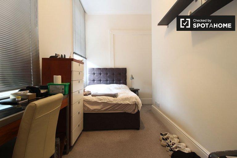 City of Westminster 2 yatak odalı dairede kiralık oda