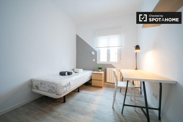 Moderna habitación en apartamento de 3 dormitorios en Getafe, Madrid.