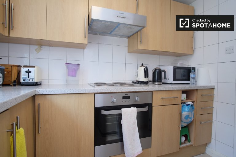 Stylish 3-bedroom flat to rent in Hendon, London