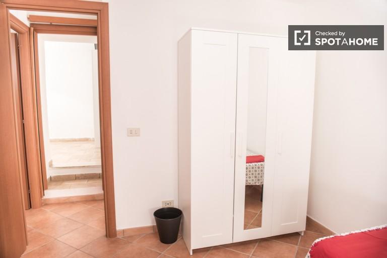 Bella camera in appartamento con 4 camere da letto a Tor Pignattara, Roma