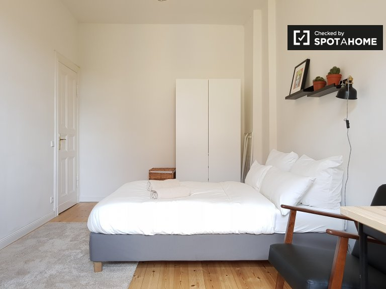 Room for rent in 3-bedroom apartment in Neukölln, Berlin