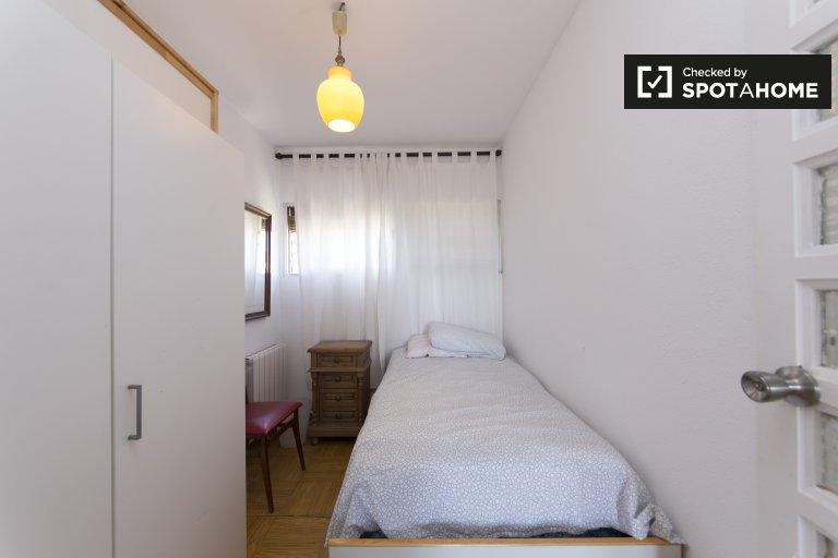 Gemütliches Zimmer zur Miete in einer 3-Zimmer-Wohnung in Pavones, Madrid