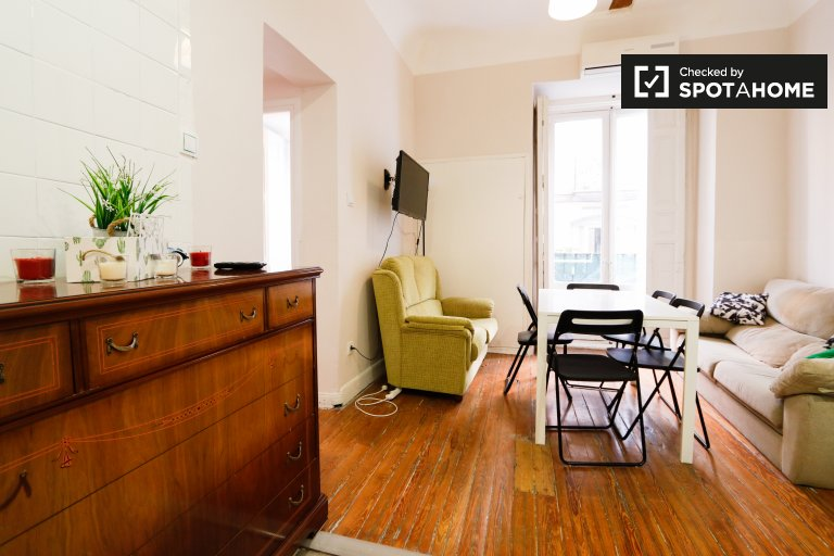 Sunny 4-bedroom apartment for rent in Centro, Madrid