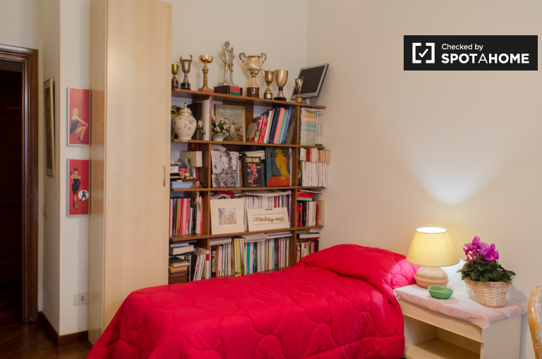Furnished room in apartment in Trastevere, Rome