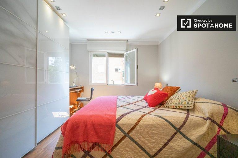 Pokój do wynajęcia w 2-pokojowe mieszkanie w Imperial, Madryt
