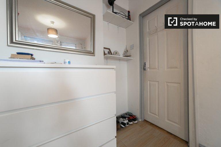 Cozy room in a 5-bedroom flatshare in Putney, London