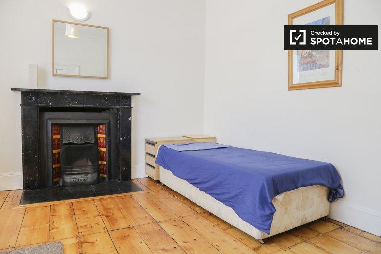 Quarto ensolarado para alugar em Dún Laoghaire, Dublin
