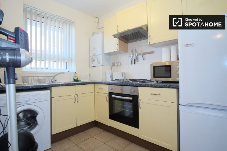Inviting 4-bedroom flat to rent, Tower Hamlets, London