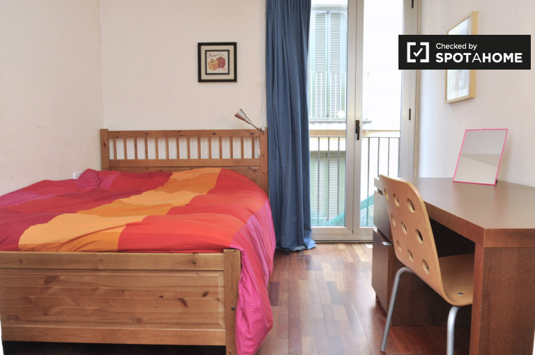 Spacious room in 5-bedroom apartment in El Raval, Barcelona