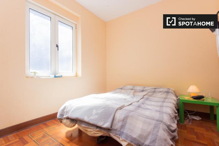 Decorated room in 2-bedroom apartment in Casco Viejo, Bilbao