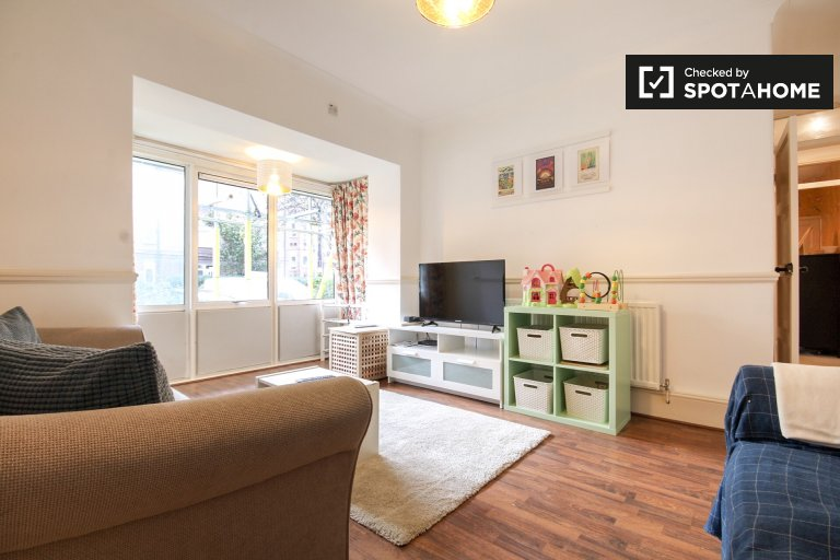 3-bedroom apartment to rent in Bethnal Green, London