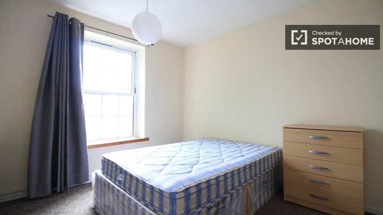 Bedroom 2 with double bed available to rent