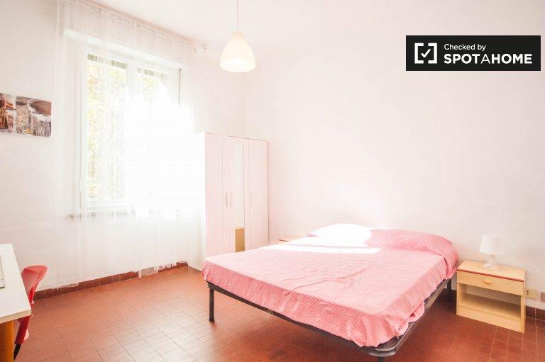 Przestronny pokój w apartamencie z 4 sypialniami w Nomentano w Rzymie